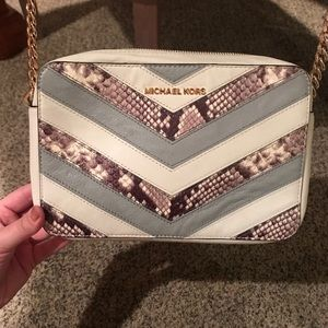 Beautiful MK chevron satchel.Make me an offer. 💕